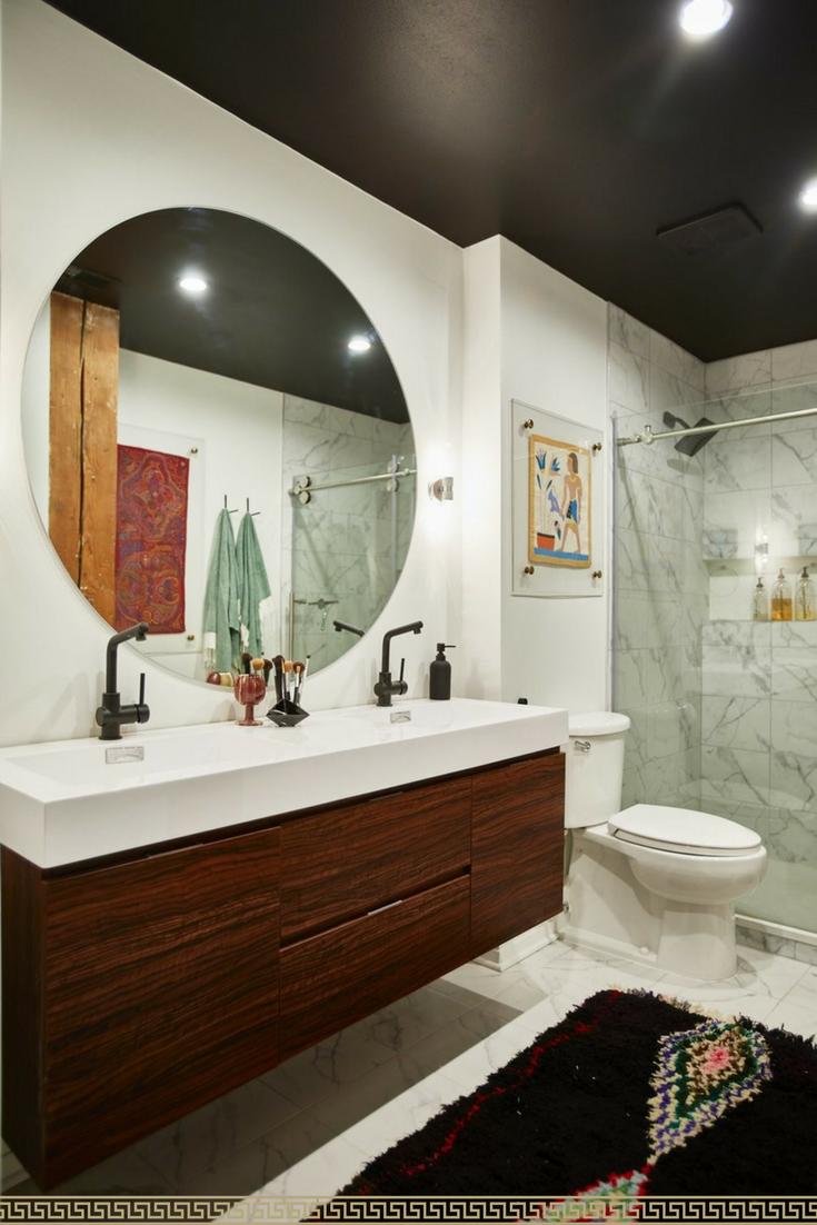 Loving This Big Round Mirror Bathroom Love 3 The Bathroom Rug Runner Is Gorgeous Too I Love Eclectic Bathroom Design Eclectic Room Design Eclectic Bathroom