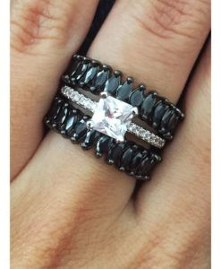 anel solitario e aliancas navetes negras https://www.waufen.com.br/semijoias/brinco-luxo-zirconias-cristais-e-turmalina-semi-joia/