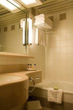 DIY Home Improvement Tips: How to Repair a Crack in a Fiberglass Tub ...