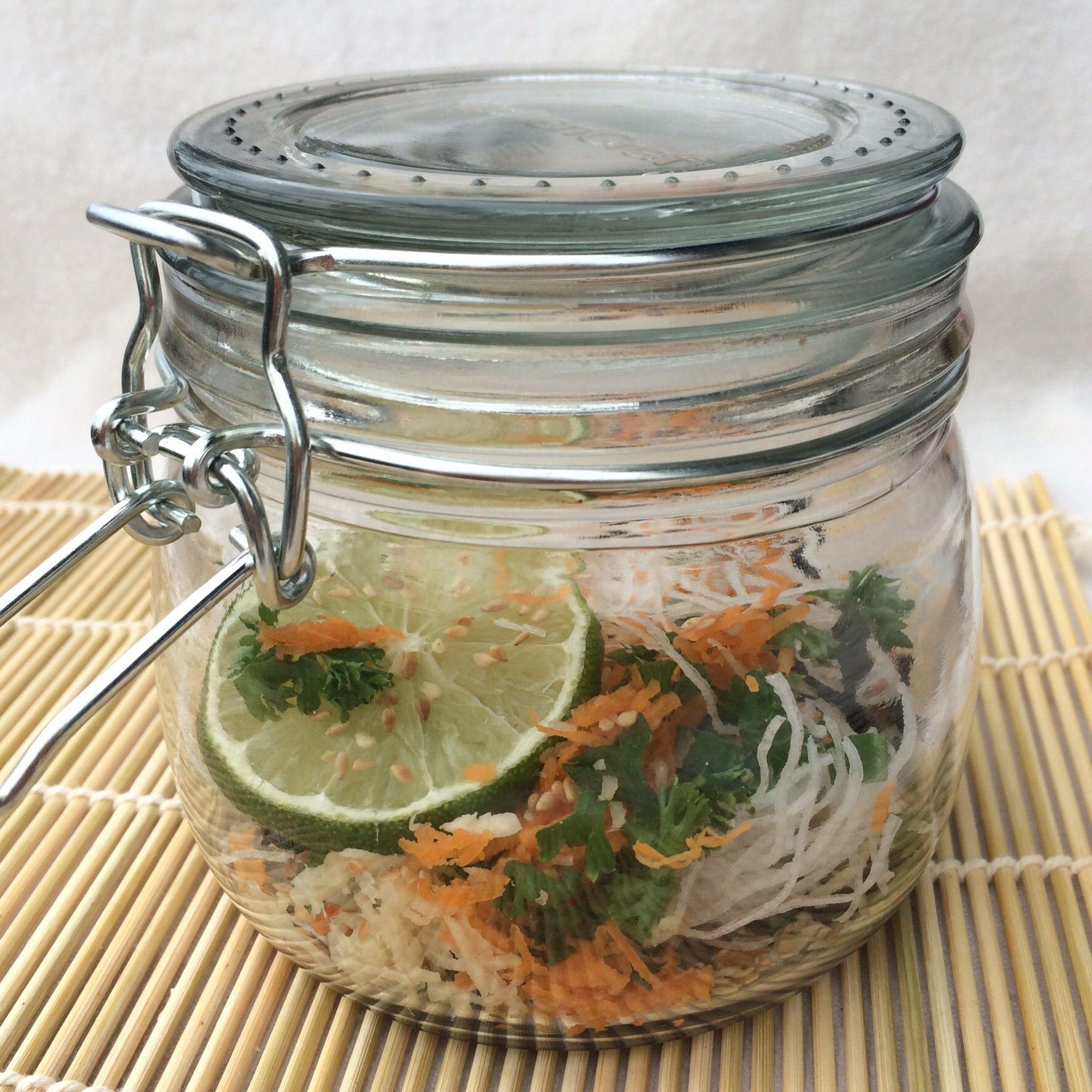 die besten 25 suppe im glas ideen auf pinterest salat rezepte f r arbeit mittagessen zur. Black Bedroom Furniture Sets. Home Design Ideas