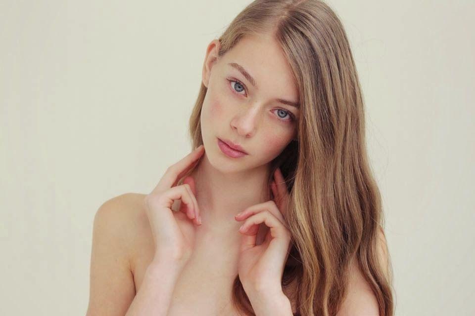 Lauren De Graaf Blonde Hair Role Playing Faces