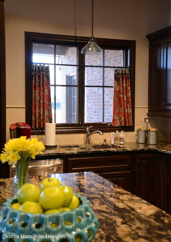 Kitchen Cafe Curtain - A Bold Fabric Combination and A Mud ...