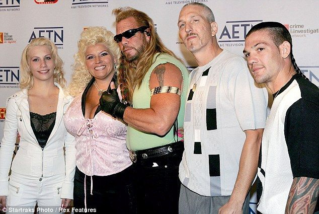 Reality Stars Duane And Beth Star In The Hit Reality Tv Series Dog The Bounty Hunter With Their Fam Dog The Bounty Hunter Bounty Hunter Beth The Bounty Hunter