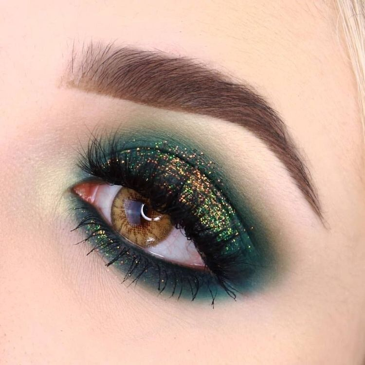 40 Festive Eye Makeup Ideas - Brighter Craft