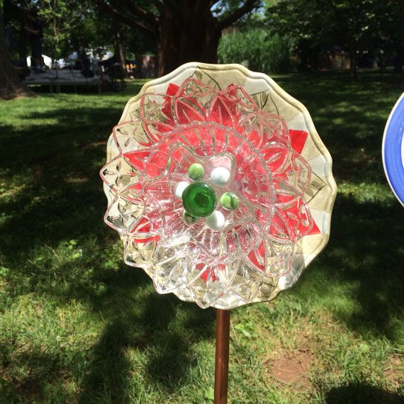 Beautiful red garden flower from recycled plates plate for Recycled glass garden ornaments
