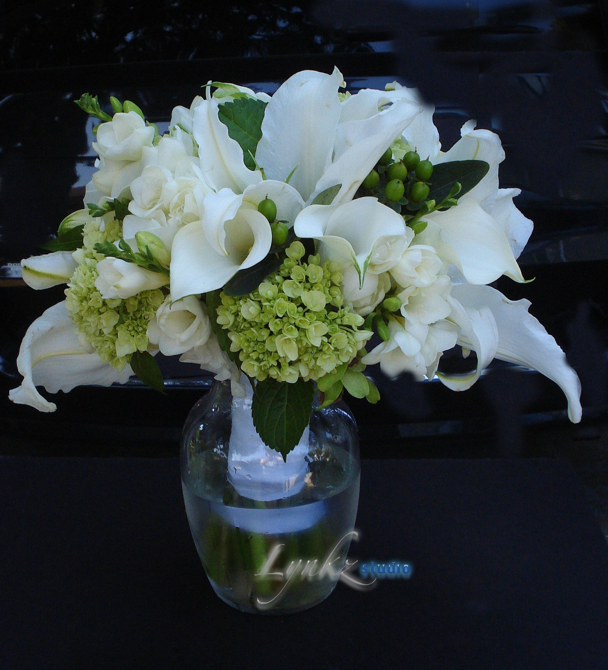 Bride S Bouquet From Oriental Lily Calla Lily Freesia And Green Baby Hydrangea Oriental Lily Calla Lily White Flowers