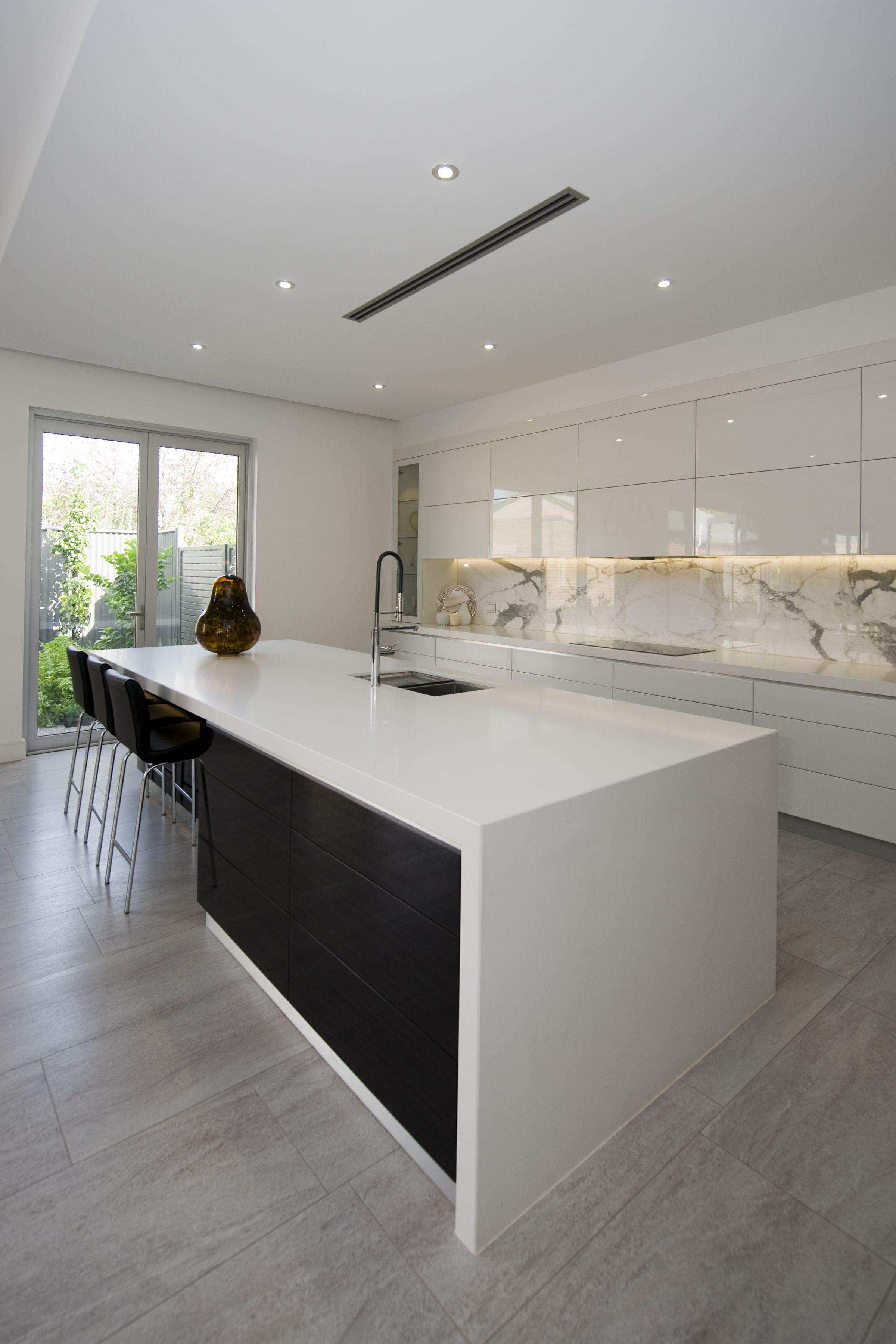 Kitchen Kitchendesign Modern Modernkitchen Blackandwhite Homeideas Kitchenideas Kitcheninspiratio Modern Kitchen Design Kitchen Interior Kitchen Design