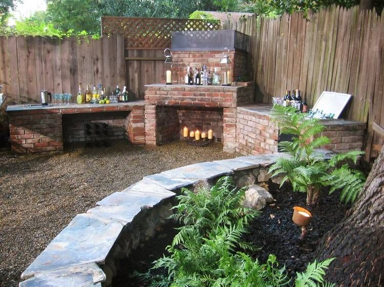 Gartengrll und Bar in einer Gartenecke mit viel Ablagefläche - outdoor küche mauern