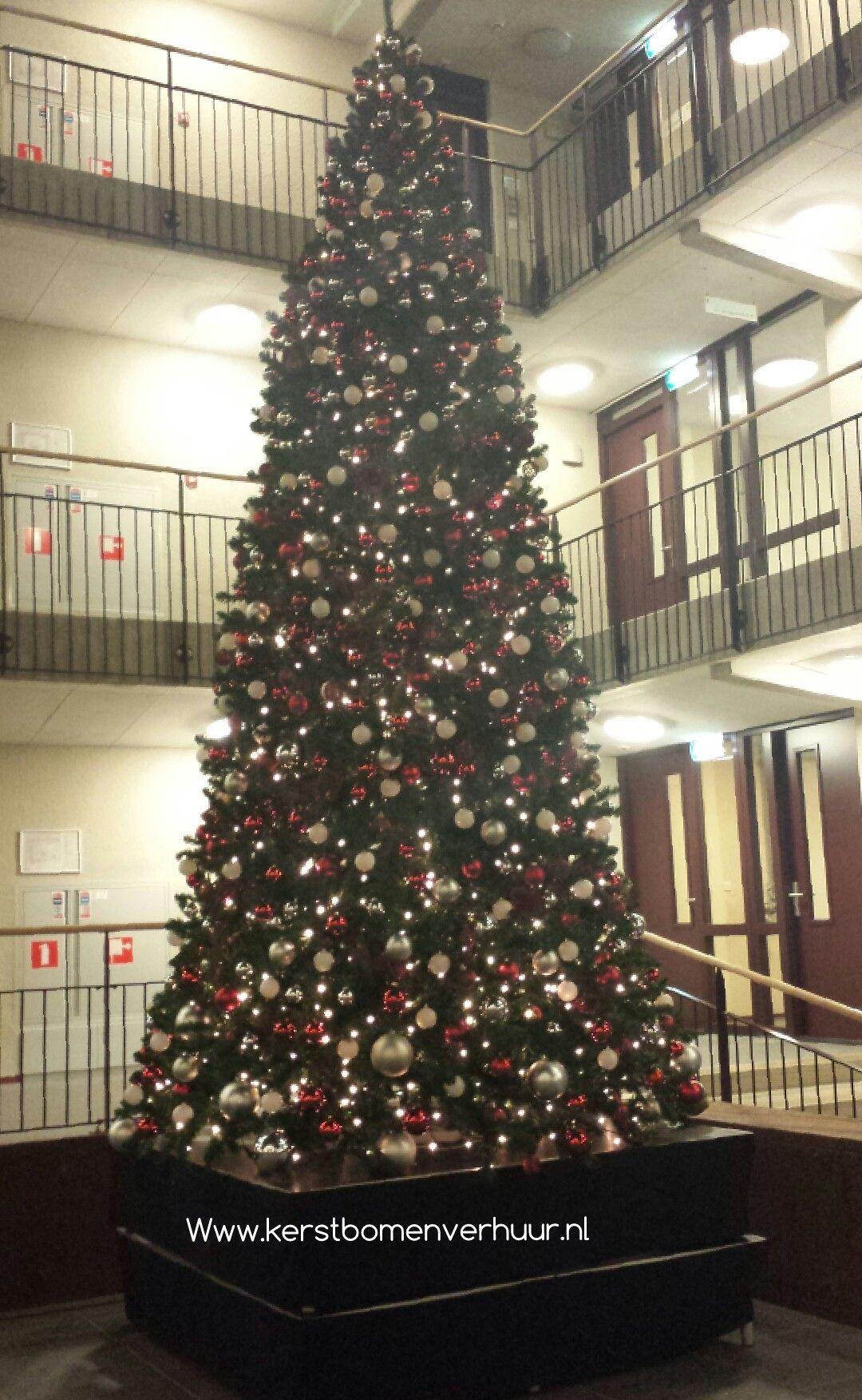 Kerstboom 5 Mtr Kleuren Decoratie Rood Zilver Wit Www Kerstbomenverhuur Nl Kerstboom Decoratie Kerst