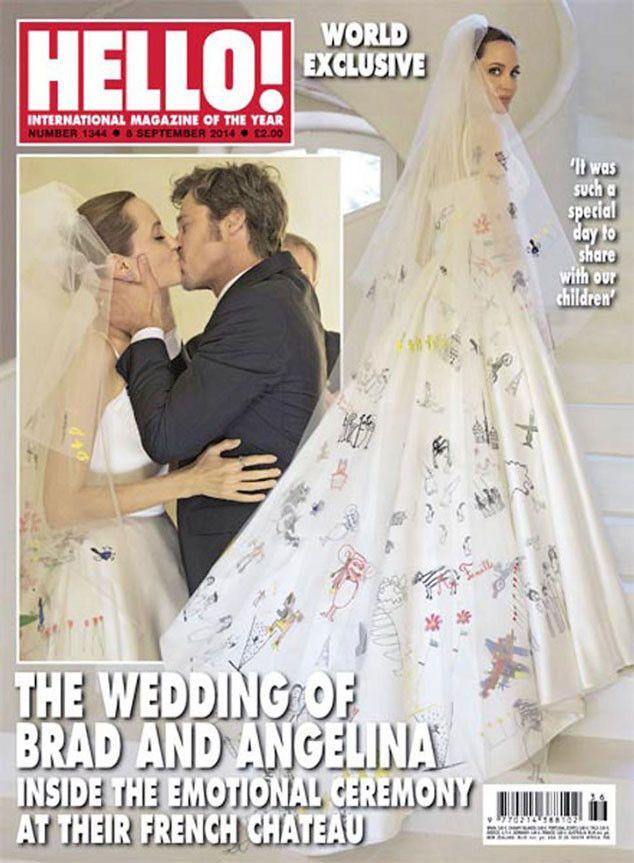 Angelina Jolie Brad Pitt Kiss For First Time As Married Couple Pic Angelina Jolie Wedding Brad And Angelina Wedding Celebrity Wedding Gowns
