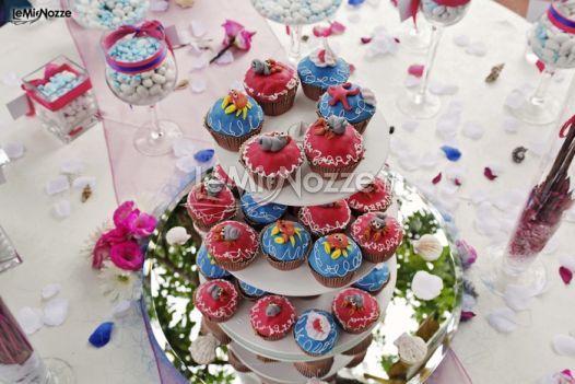 http://www.lemienozze.it/operatori-matrimonio/wedding_planner/agenzia-wedding-planner-frosinone/media/foto/20  Mini muffin colorati per il matrimonio