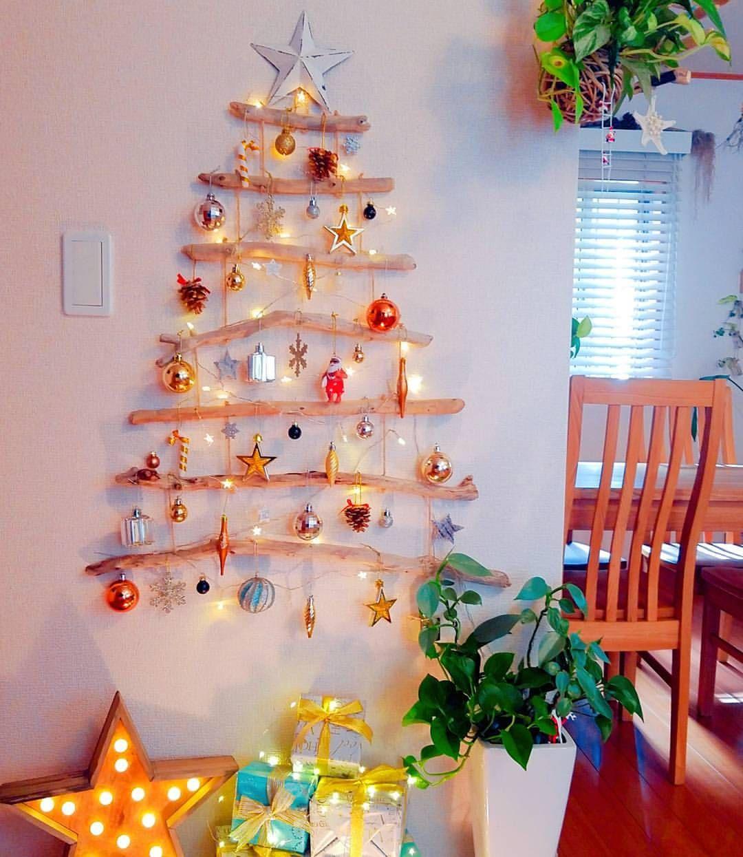 いいね 740件 コメント30件 Fumiさん Fumickey1121 のinstagramアカウント 流木ツリー もっと海っぽくしたかったけど 白い壁にヒトデや貝殻は目立たなかったので さりげなくアロハサンタ ニトリ 100 クリスマス 壁 クリスマス 壁飾り クリスマス