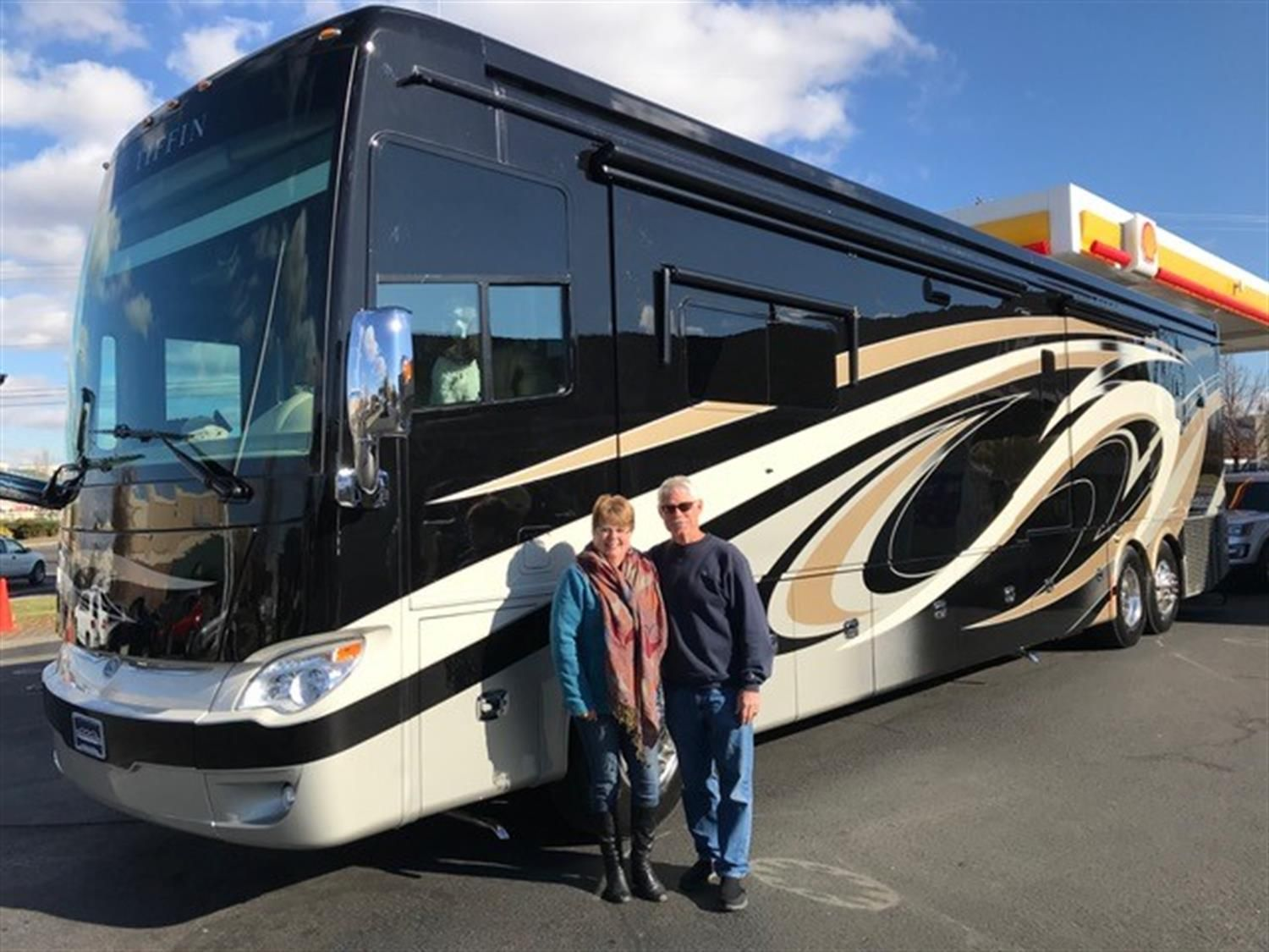 BOB AND PAM, congratulations on your new 2018 TIFFIN ALLEGRO BUS