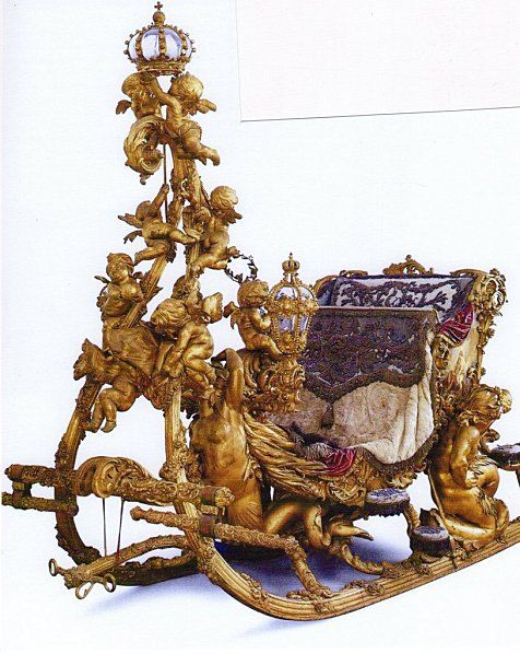"""the search for the """"baroque style"""" was still appropriate in some courts as shown in this combination of a harness and a sleigh gala dating de1878. This set was made at the request of Ludwig II, King of Bavaria, Wagner's patron and support the current  romantic. The sled was the work of Michael Mayer and Peter bodybuilders Meureur, sculptures Syrius Eber."""