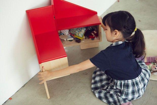 Lúdica e versátil, cadeira se transforma em casa de bonecas (Foto: Akihiro Ito / Divulgação)