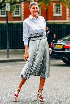 Always on point Giovanna Engelbert knows belts are big news this season, and we love her Azzedine Alaïa version. Captured by Tommy Ton. Stay up to date with our Instagram Stories from LFW #styledotTon