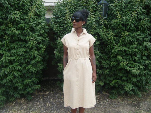 Vintage 1950s Tan Housewife Dress with Pockets by VintageCirca19