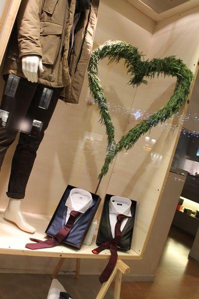 Cravatte bordeaux, un tocco natalizio.
