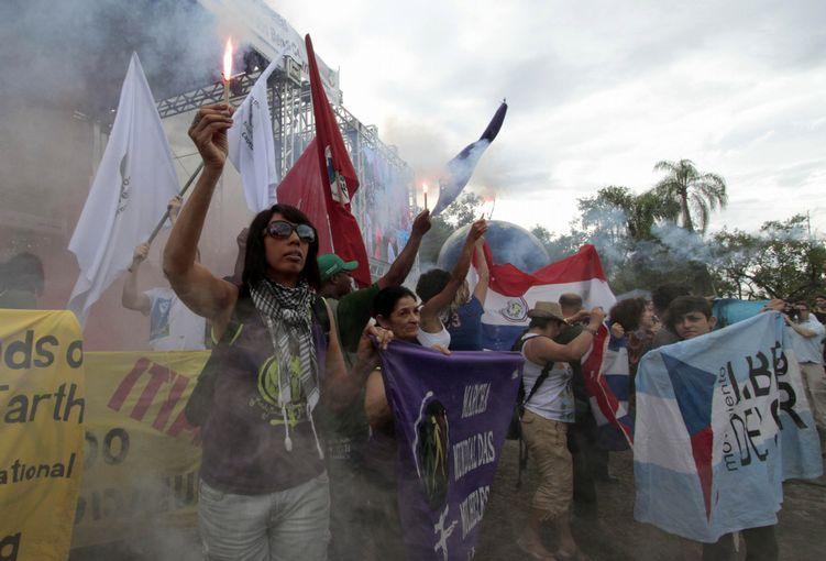 Na Cúpula dos Povos, manifestações e balanço no último dia.