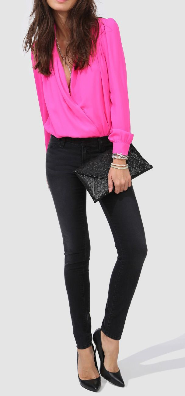 Street Style | Neon pink fold blouse with black skinnies and glittering clutch