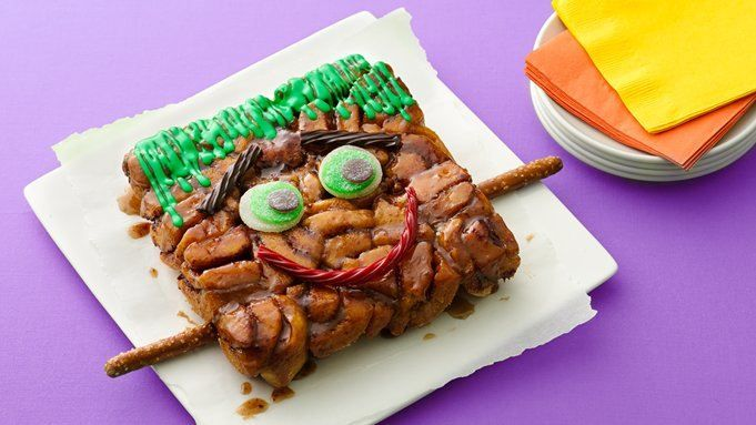 There's nothing freaky about this friendly Frankenstein monkey bread!  Kids will love to eat this special Halloween-themed breakfast treat.