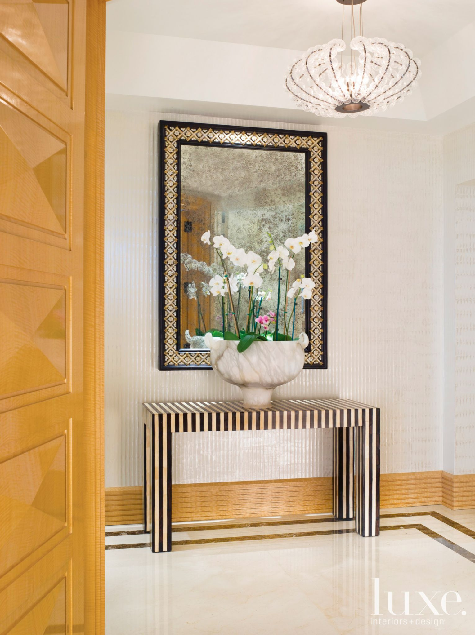 Wall With Shimmer - Luxe Interiors + Design