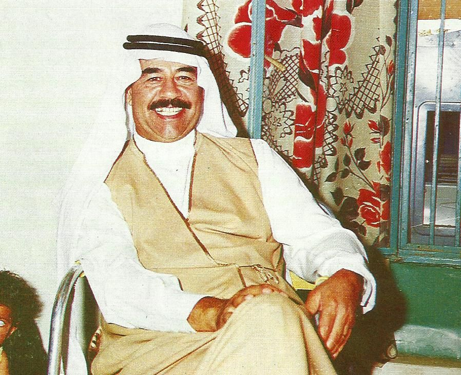 Saddam was deliberately wearing the Arabic fashion and commensurate with the environment, which was visited by