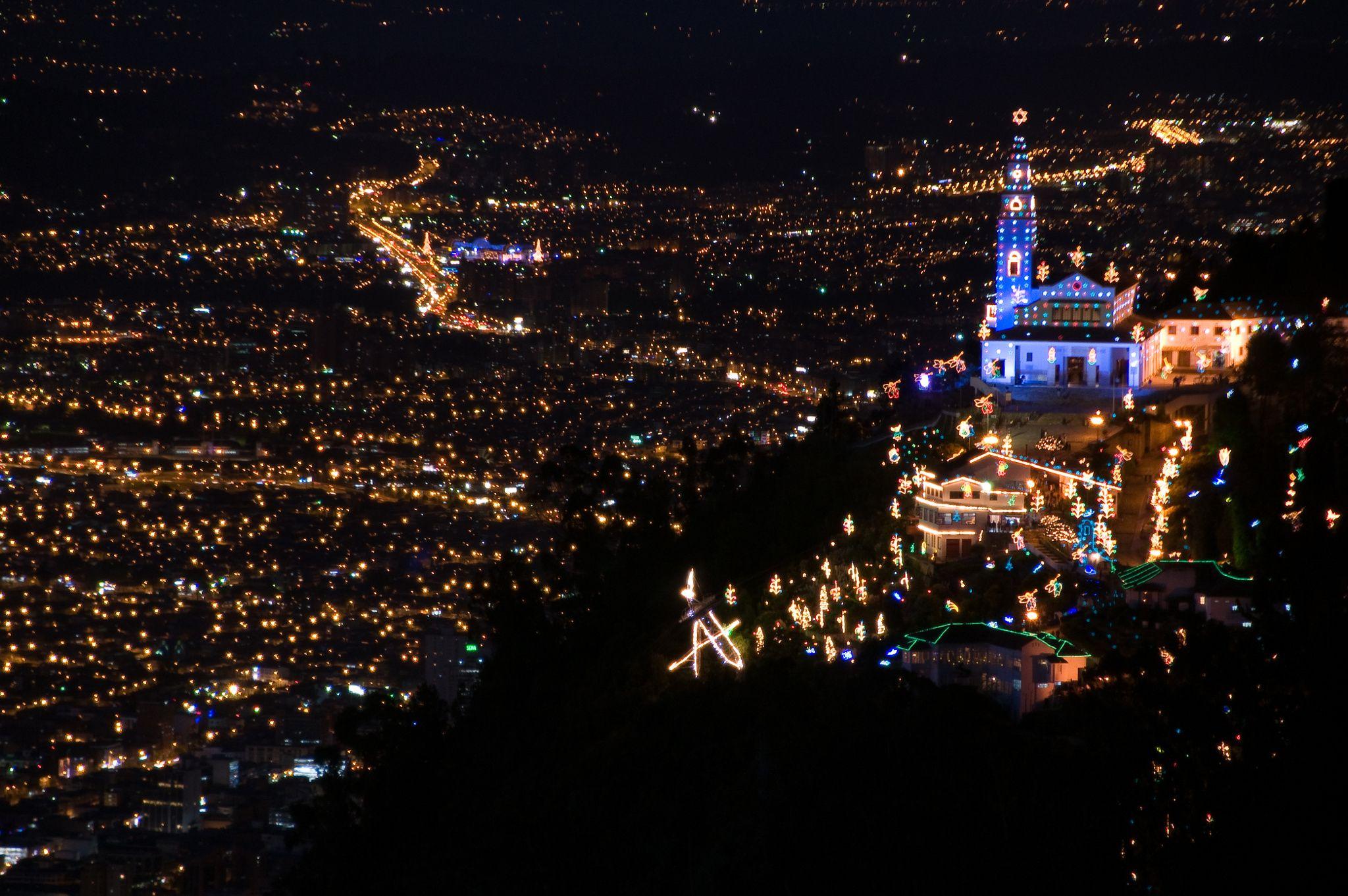 Vista nocturna de Bogotá - null