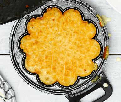 Enkelt och gott recept på våfflor. Receptet är glutenfritt, mjölkfritt och äggfritt. Servera de mumsiga våfflorna nygräddade med sylt, bär och mjölkfri glass eller grädde!