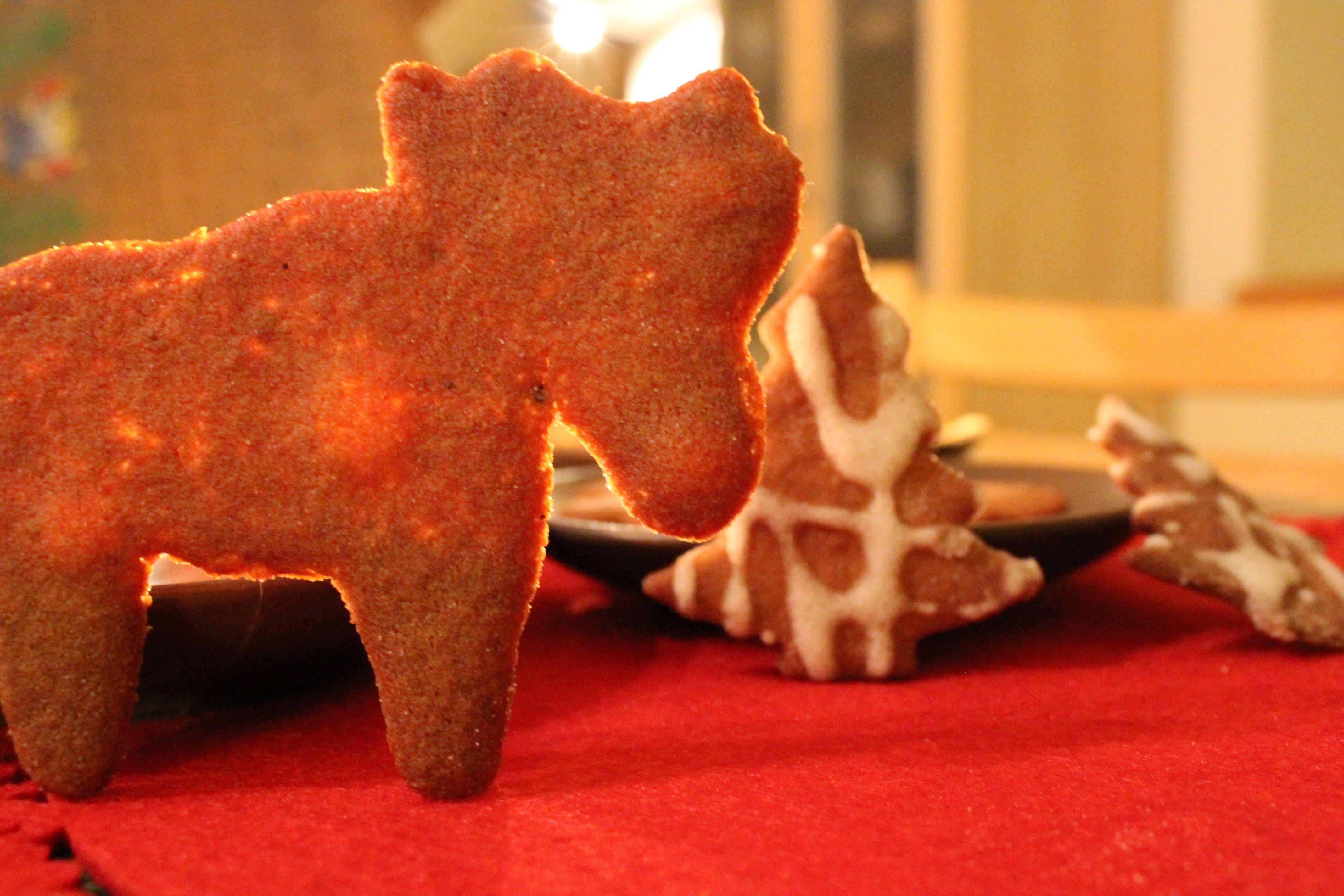 Kalėdiniai sausainiai su juoduoju cukrumi