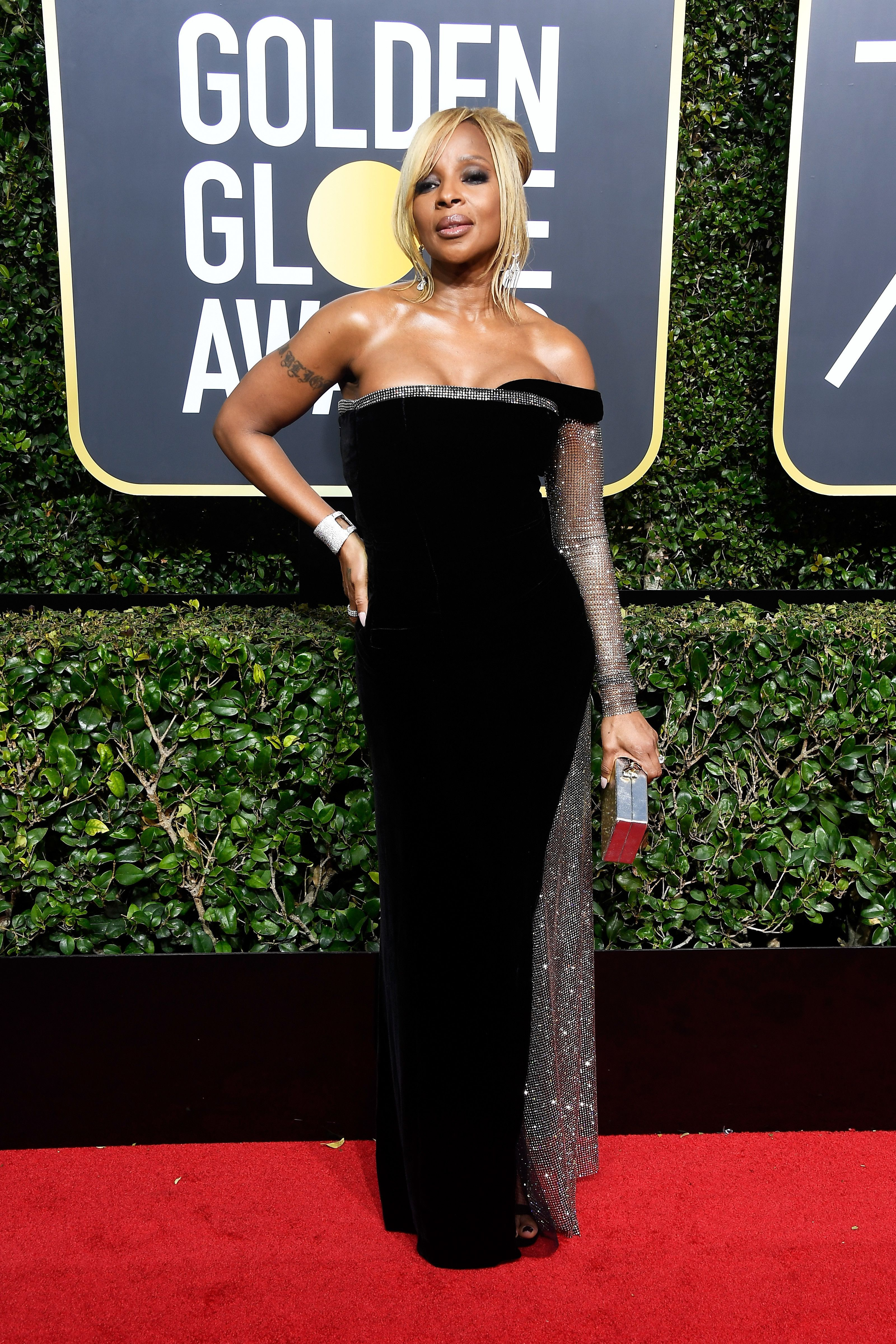 8e5eb86a3a9938 Mary J. Blige in Alberta Ferretti - Every Single Look from the 2018 Golden  Globe Awards - Photos