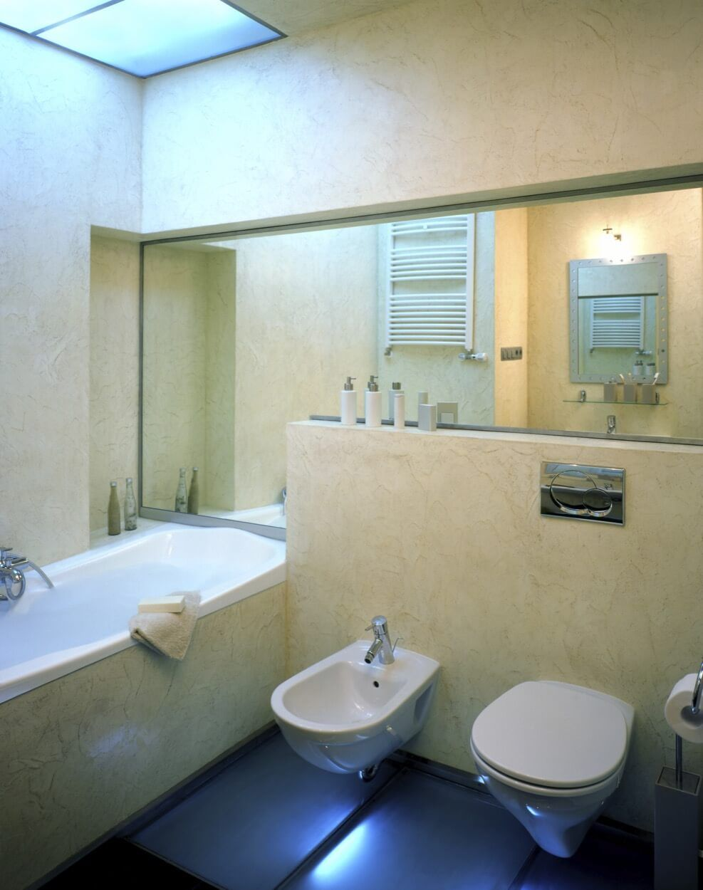 Large Soaking Tub With Wall Mounted Bidet And Toilet | Kitchen, Bath ...
