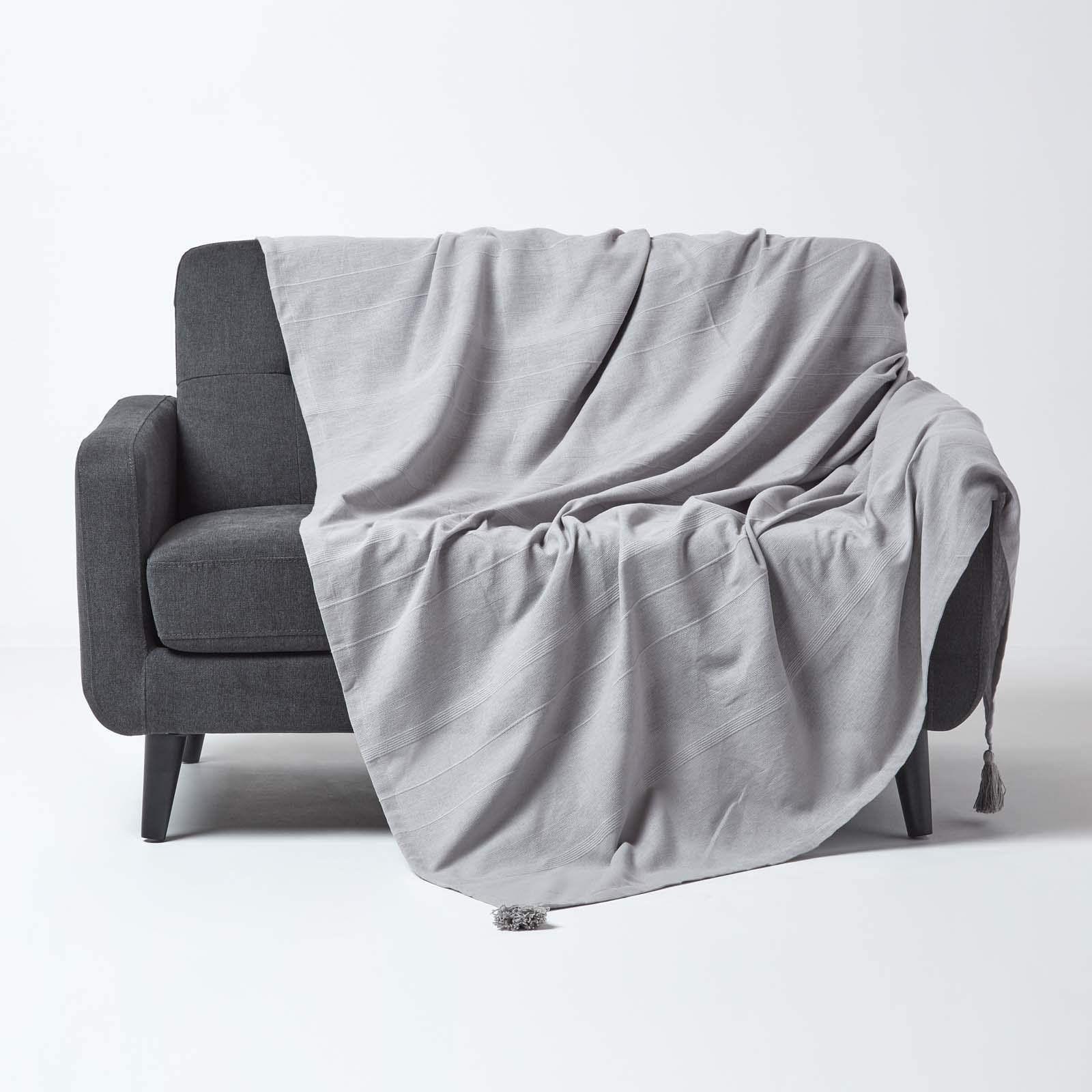 Homescapes Tagesdecke Rajput Aus 100 Baumwolle Hellgrau 150 X 200 Cm Sofa Berwurf Sberwurfdecke Couch Berwurf In In 2020 Tagesdecke Wohnzimmer Grau Couchuberwurf