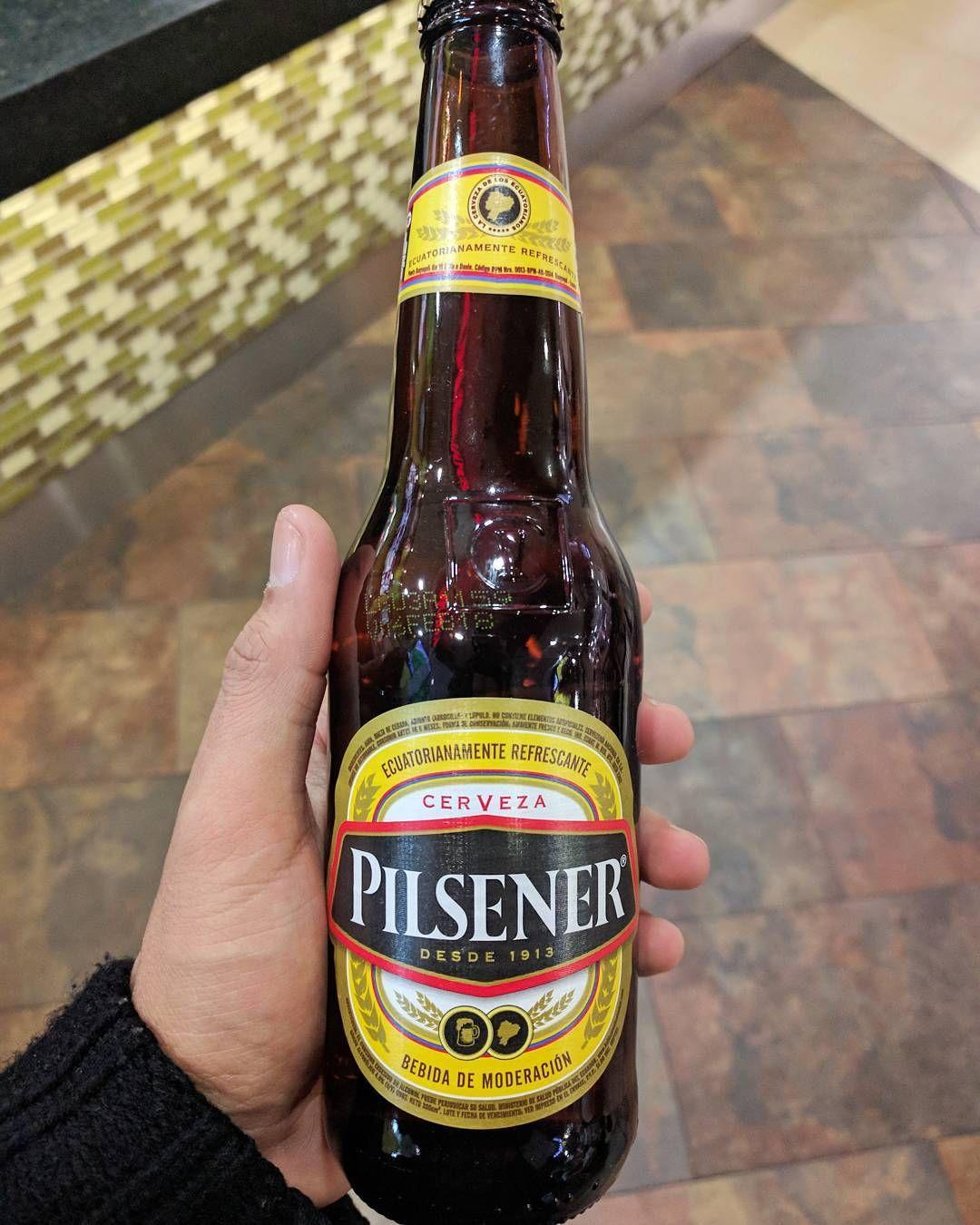 Probando Pilsener Beer Quito Ecuador Cerveza