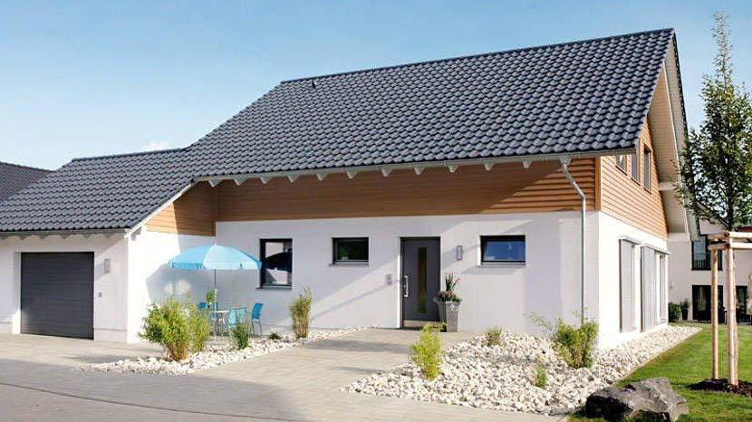 Musterhaus mit doppelgarage  Einfamilienhaus Holzhaus Satteldach Holzfassade französischer ...
