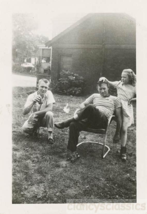 vintage photo Vernacular Backyard Everyday Life Dad Daughter Lawn Chair  Beers