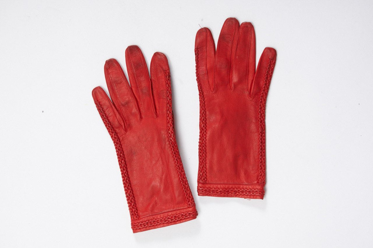 red leather gloves with stitch detail vintage 1950s • Revival Vintage boutique by RevivalVintageBoutiq on Etsy