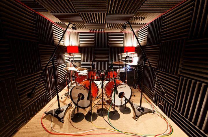 les 25 meilleures id es de la cat gorie drums studio sur pinterest pi ce tambour studio d. Black Bedroom Furniture Sets. Home Design Ideas