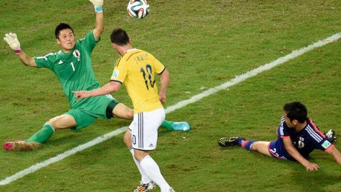 James Rodríguez dribla y marca el 4:1 contra Japón