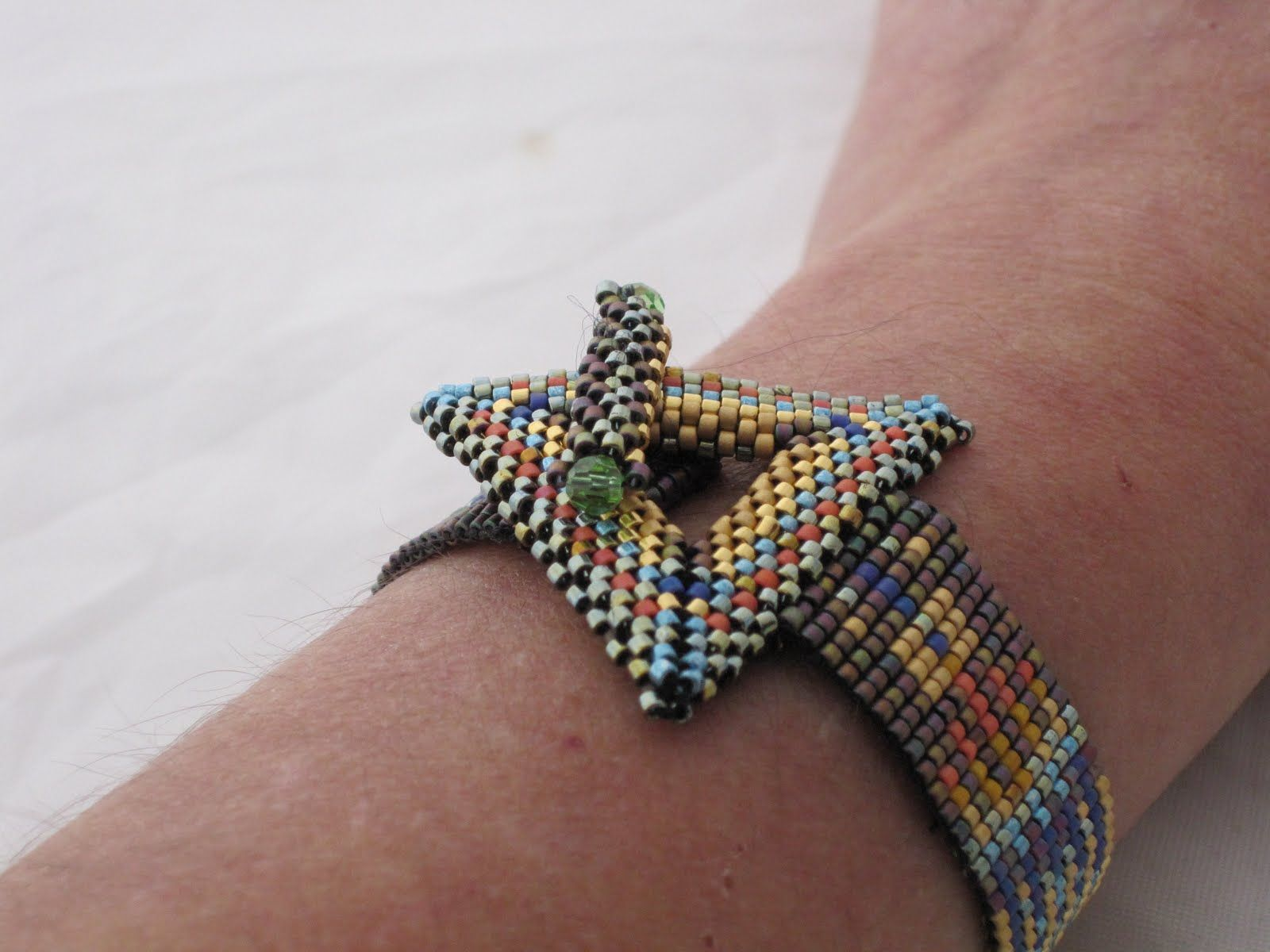 Bead Weaving | Posted in Bead Weaving Tagged Bead Weaving , beaded bracelet