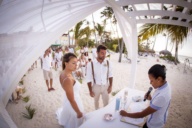 Waves Of Love Package Designed By Renowned Wedding Planner Karen Bussen Photography Junior Cruz Punta Canawedding