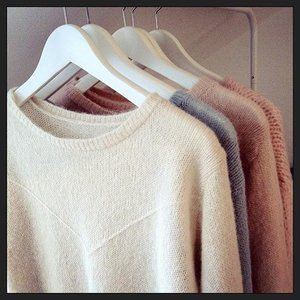 Sneak peak into what I am working on in the studio right now, so many ideas and only so much one girl can knit! These will be launched in the webshop next week, keep tuned 🐑 kutovakika.com #knitwear #sweater #soft #brushed #alpaca #silk #blend #handmade #one #woman #show #studio #small #business #kutovakika #knit #fluffy #details #fashion #style #scandinaviandesign #knitting