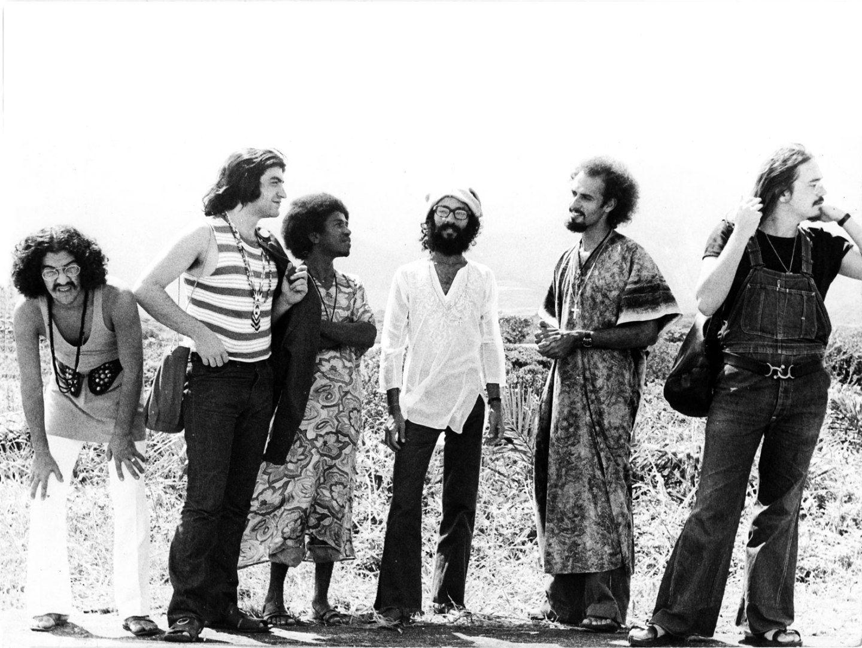Sente a brisa, meus amigues! Fecha os olhos e vai. Som Imaginário foi uma banda brasileira formada no princípio da década de 1970. Criada primeiramente para acompanhar o cantor Milton Nascimento no...
