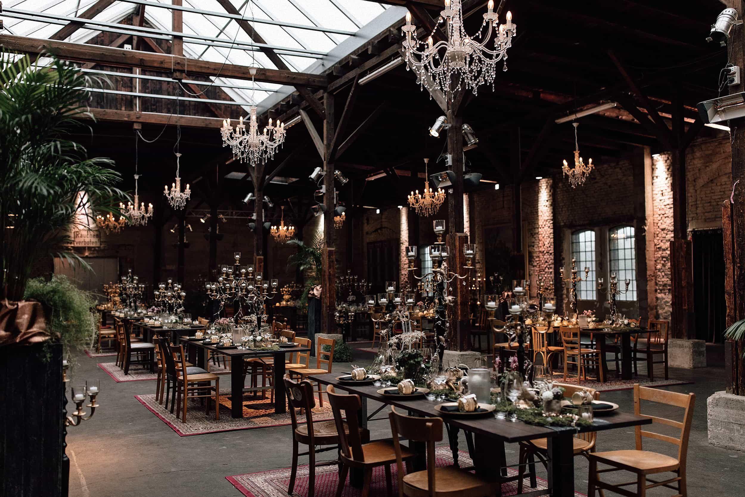 Cool Vintage Hochzeitslocation Gare Du Neuss In Dusseldorf Hochzeitslocation Hochzeit Hochzeitslocation Dusseldorf