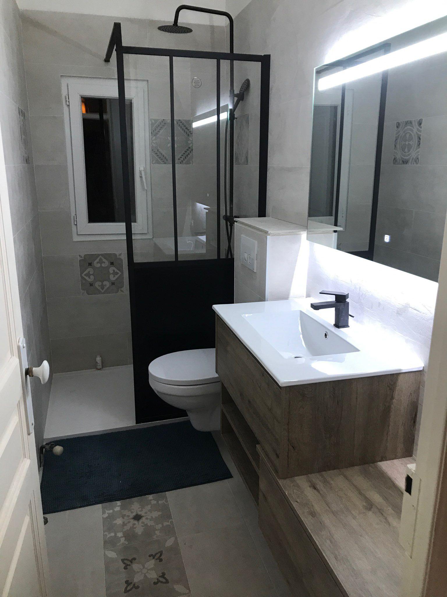 Plein de charme pour cette petite salle de bain , carrelage ...