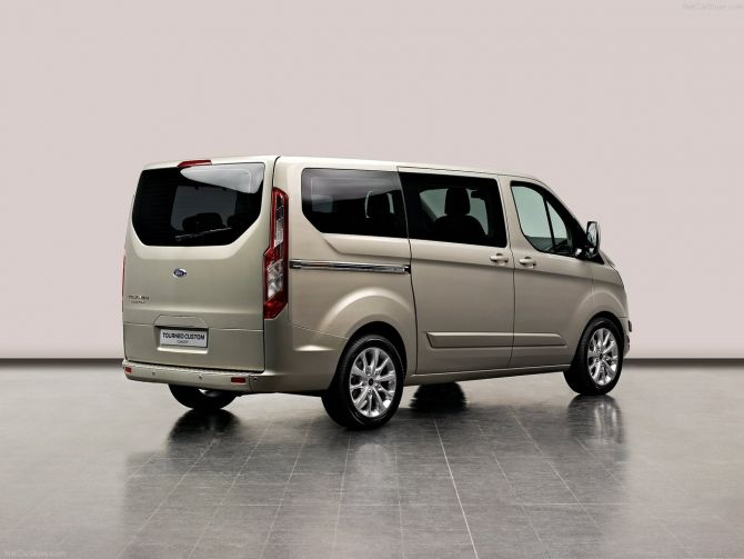 Luxurious And Comfy Split Airport Shuttle Ford Vans Perfect Photo