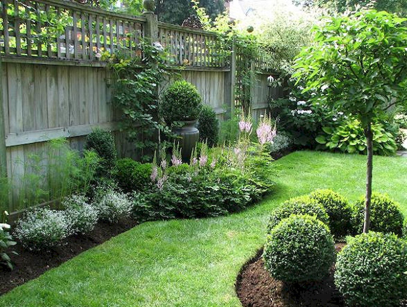 50 backyard privacy fence landscaping ideas on a budget for Pics of landscaped backyards