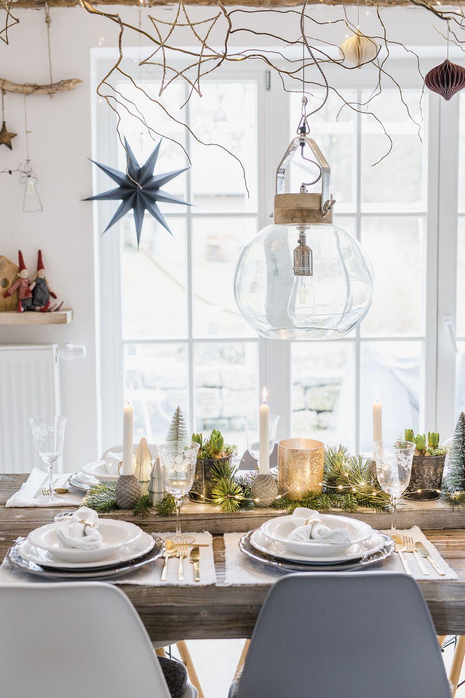 Weihnachtliche Tischdekoration zu Heiligabend • Pomponetti