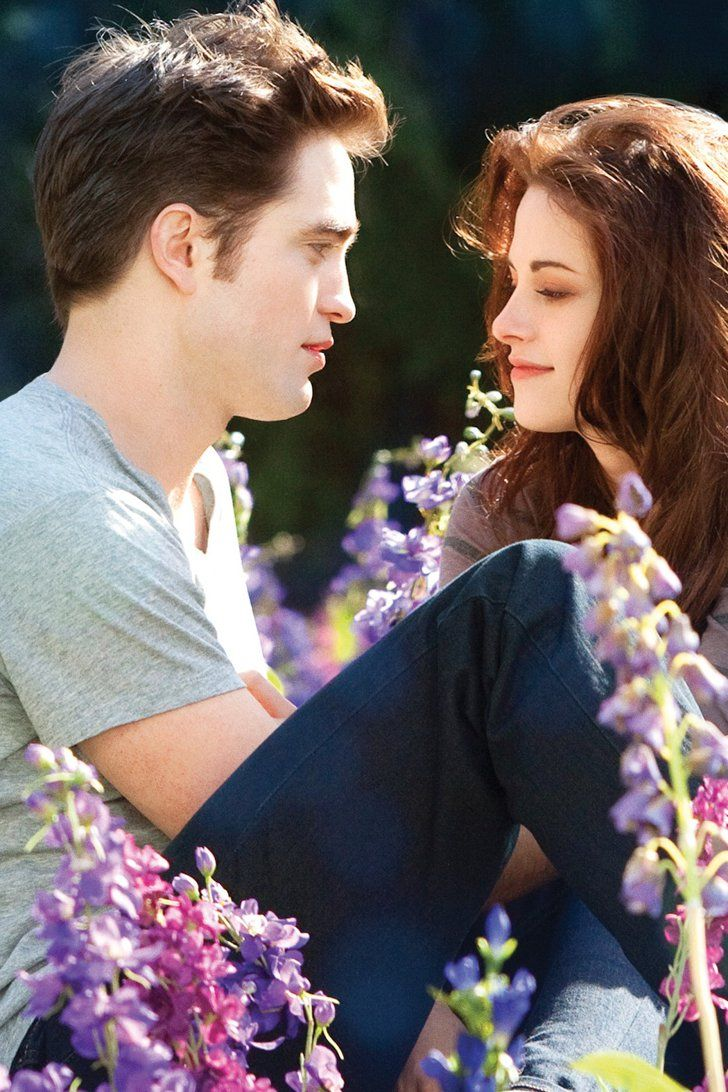 Bella Swan S Wedding Gown Is Going Up For Sale In A Massive Twilight Auction Twilight Wedding Robert Pattinson Twilight Twilight Bella And Edward [ 1092 x 728 Pixel ]