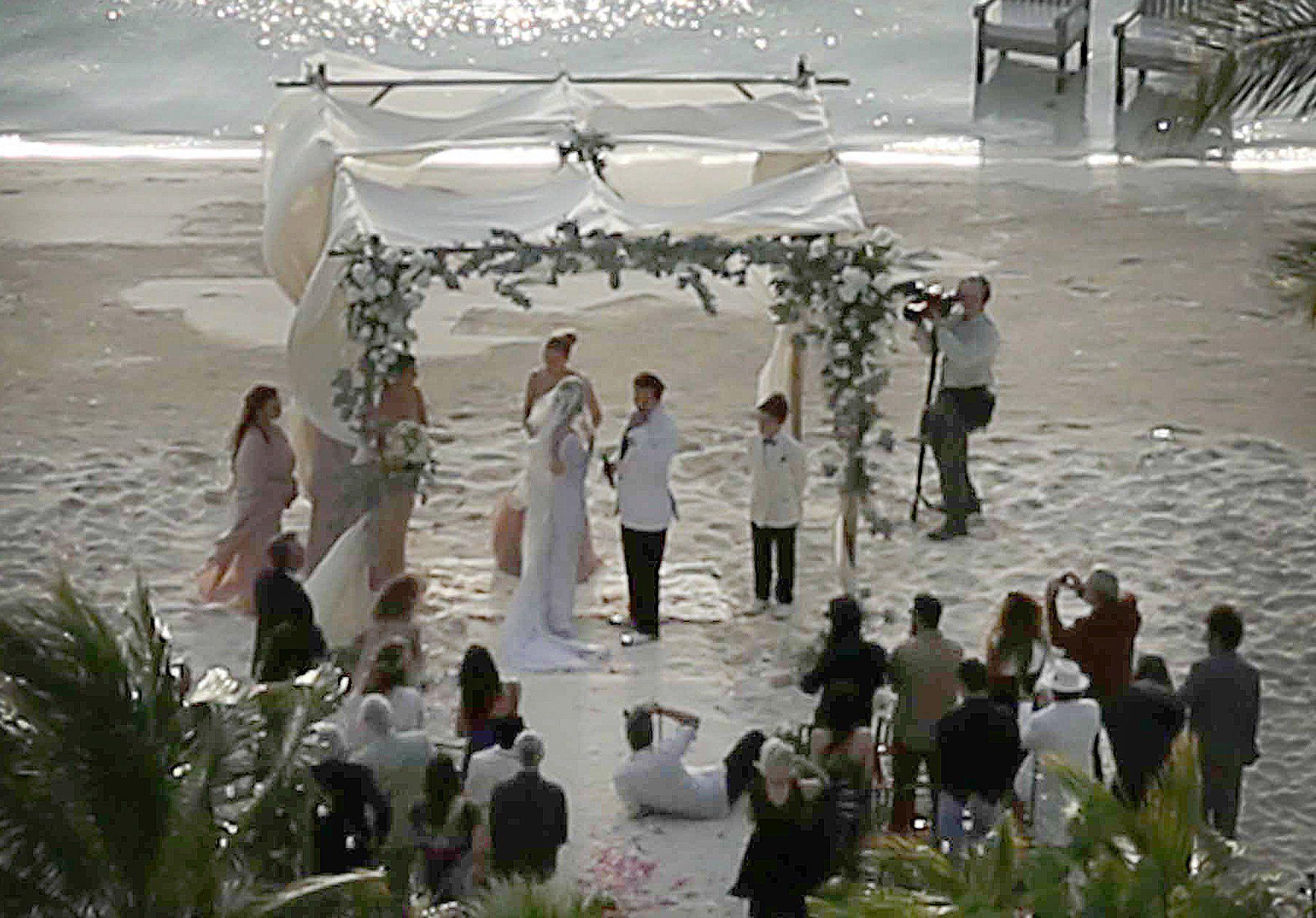 Take A Look At Johnny Depp And Amber Heard S Romantic Beach Wedding Johnny Depp And Amber Private Island Wedding Johnny Depp